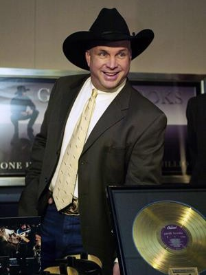 The LEGENDARY Garth Brooks joins the Morning Crew