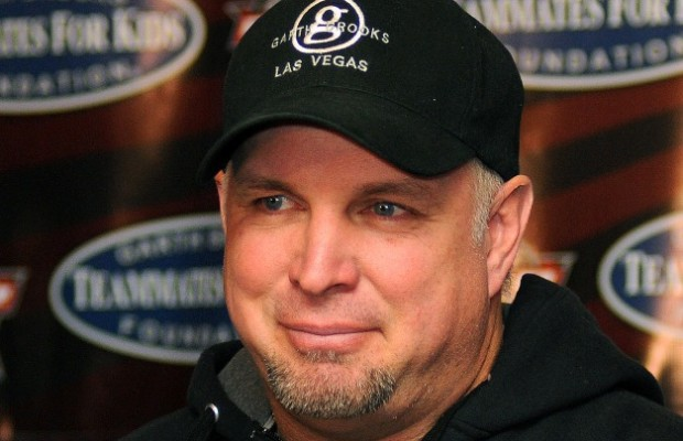 Garth Announces First City for Comeback Tour